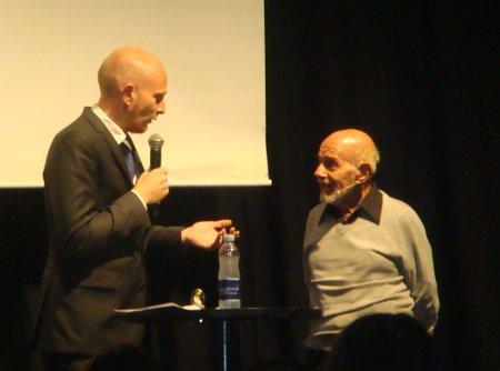 Jacque Fresco (højre) og Mads Brügger